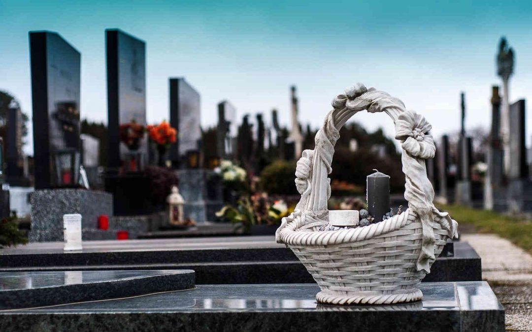 Pomoc nie tylko w organizacji ceremonii – nagrobki i prace kamieniarskie